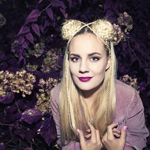 Maja Francis - Last Days of Dancing Lyrics